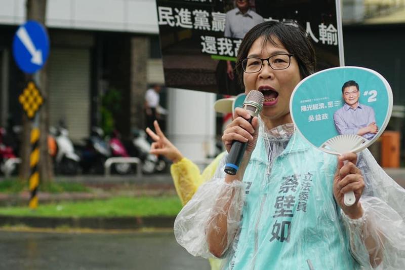 民眾黨立委蔡壁如為自家候選人吳益政積極輔選。(翻攝自蔡壁如臉書)