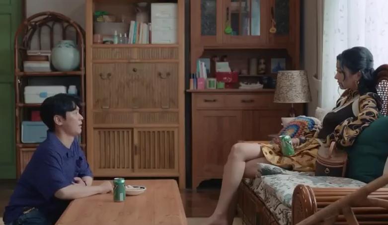 徐睿知在《雖然是精神病但沒關係》華服穿不盡,光看她的行頭都可以作為購物參考。(翻攝自tvN)
