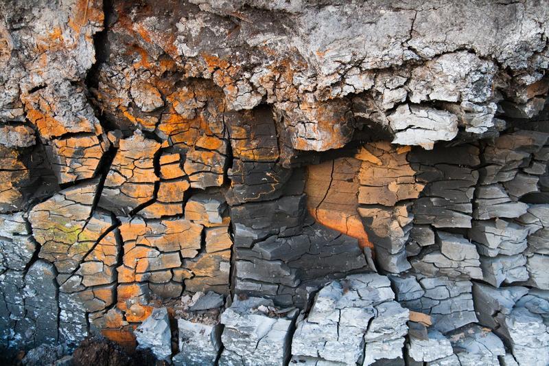 稀土開採和提煉過程會對環境產生嚴重汙染,甚至產生放射性物質。示意圖。(Pexels/Martins Krastins)