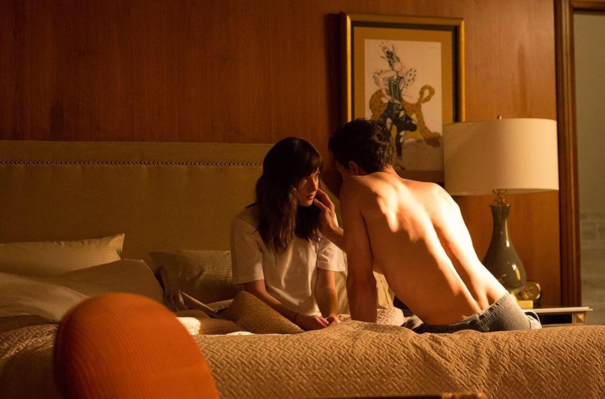 新加坡輔警稱自己相當熱愛電影《格雷的五十道陰影》,因此與網友密謀,瞞著女友「3P」。(翻攝自IMDB)