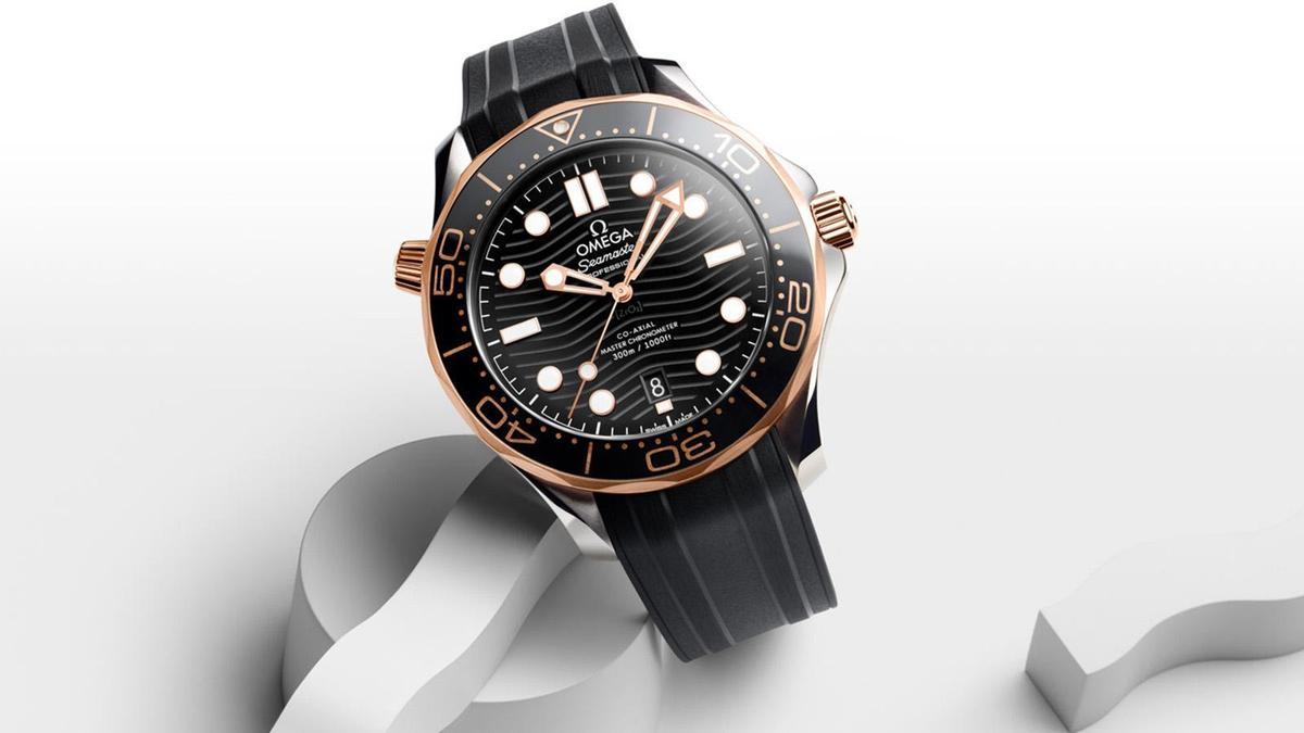 2018年是海馬300米潛水錶正式成為OMEGA旗下支線的25週年紀念,當年度品牌大張旗鼓推出6款不鏽鋼、以及8款不鏽鋼搭配18K金的款式,設計上也做了不少更優化的細節處理。