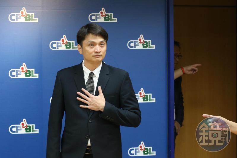 中華職棒秘書長馮勝賢則表示,要嚴格執行球員吐口水罰則,經舉證一次將罰500元。(資料照)