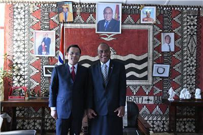 新任中國大使唐松根今年3月拜會總統兼外長馬茂。(翻攝自中國外交部官網)