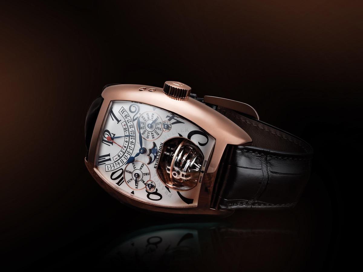 Evolution 3-1萬年曆三軸球體陀飛輪腕錶,41.1mm x 55.4mm的18K玫瑰金Cintrée Curvex錶殼,定價NT$48,000,000。