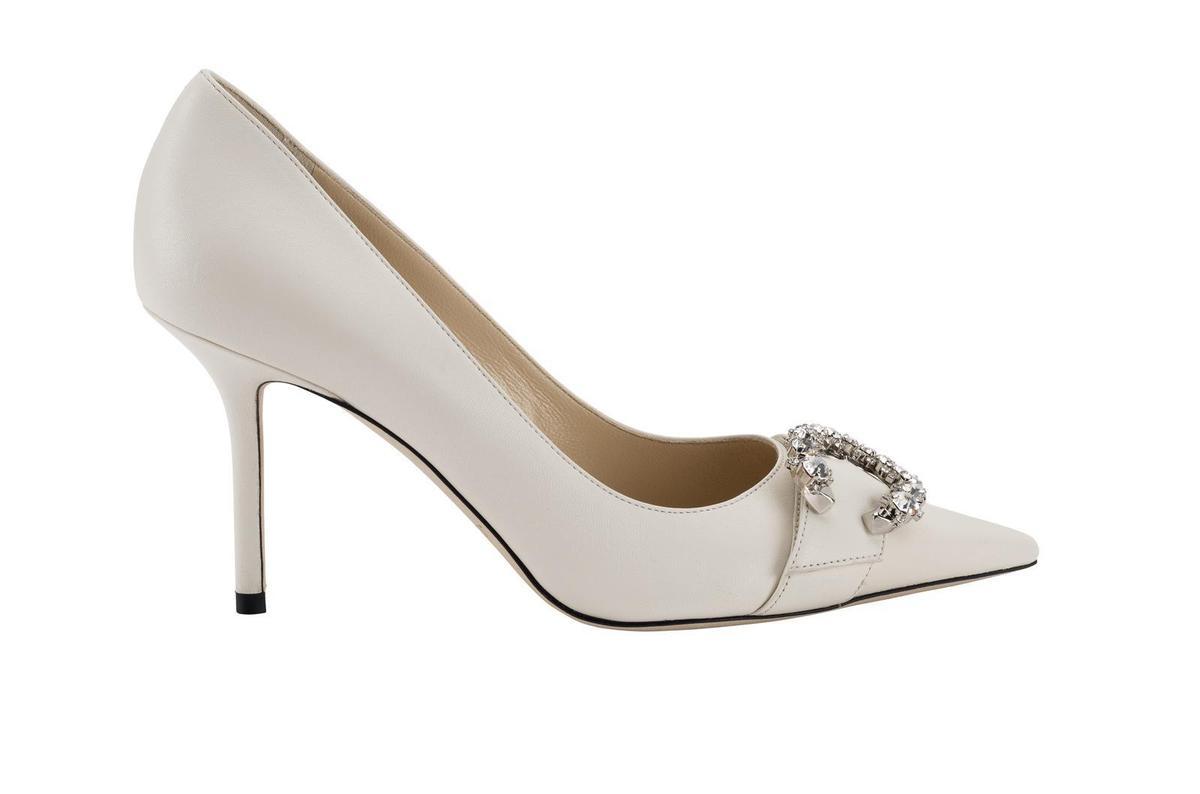 Saresa馬蹄C字鑽釦鞋,NT$38,800。(藍鐘提供)