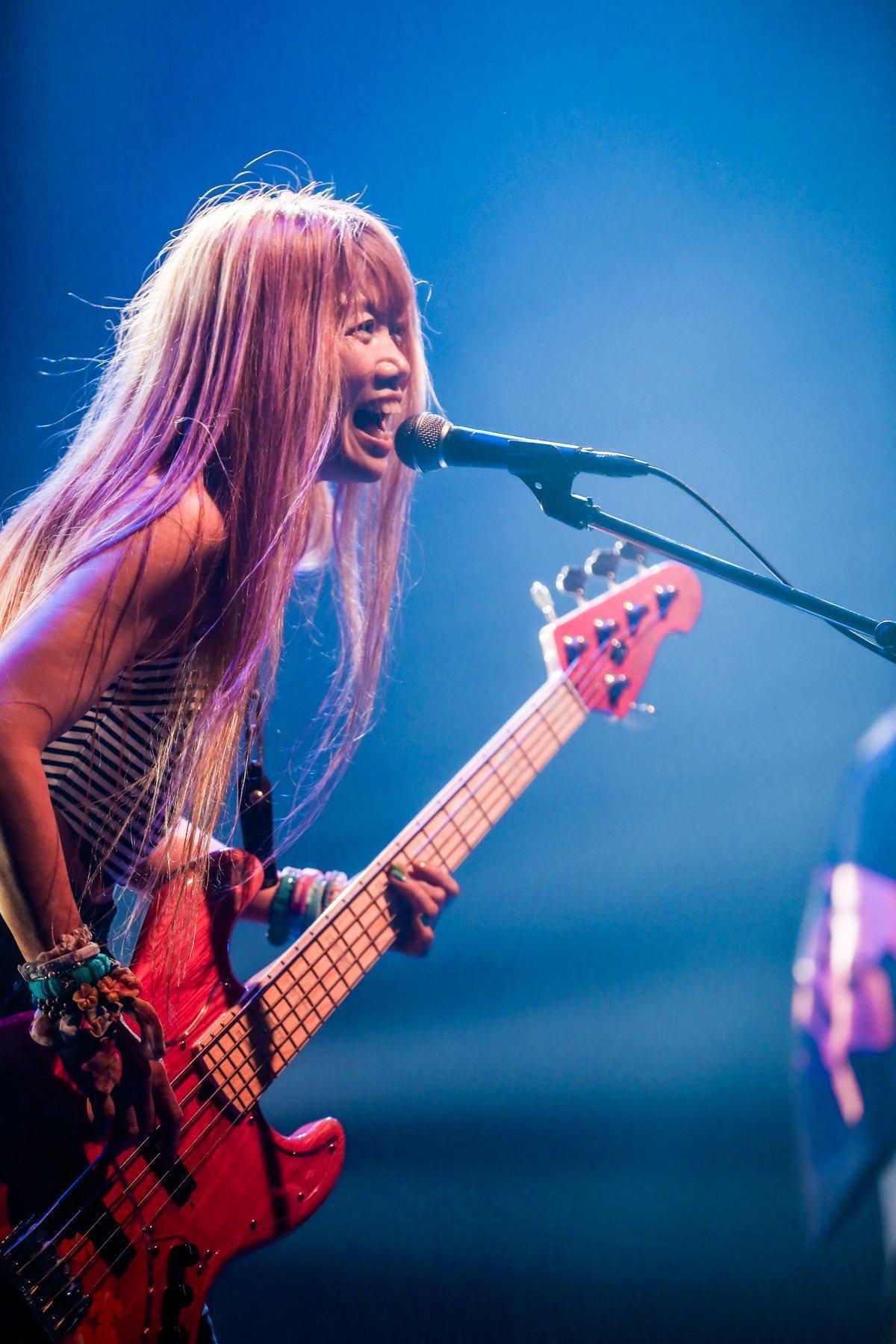 日本搖滾樂團主唱Junko已經61歲,體力外表一點也不輸年輕人。(翻攝自Twitter @junkosunset)