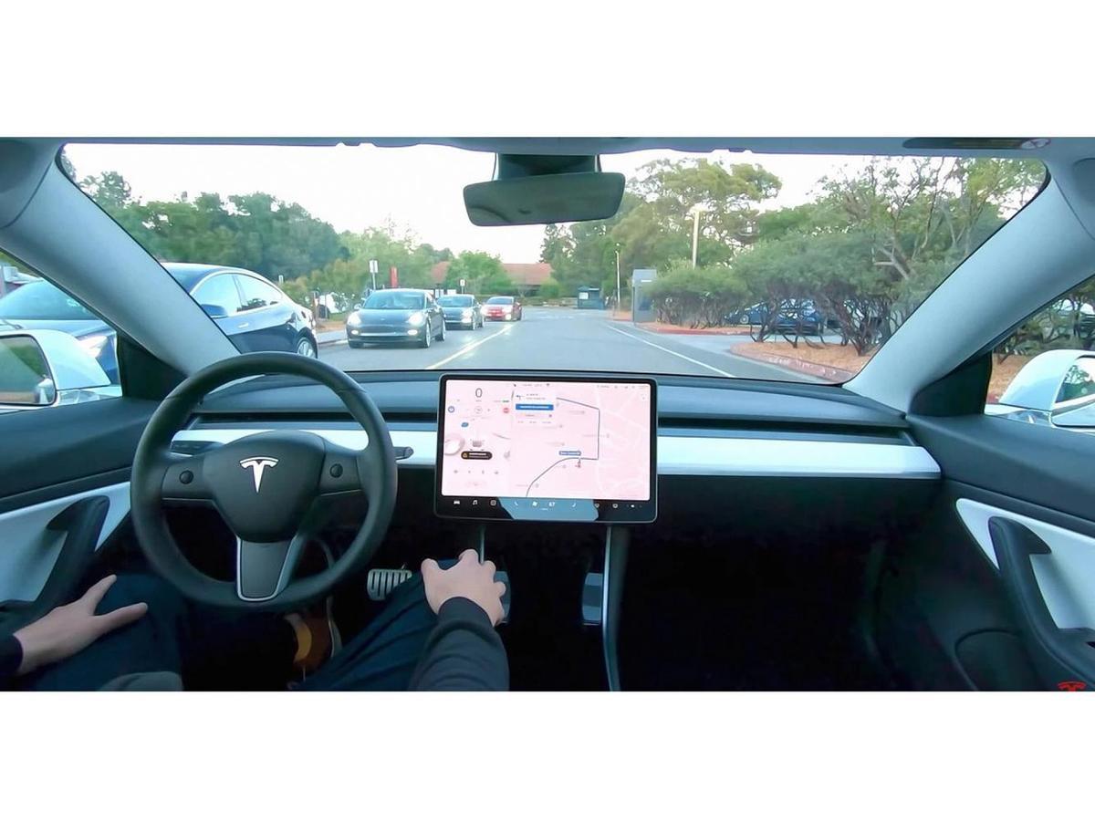 雖然FSD自動駕駛套件還需要額外的7,000美金美金選配(美國價格),但需要知道的是Model 3可是一款平價TESLA,不僅具備完善的自動駕駛硬體,還拉低了自動駕駛的門檻。
