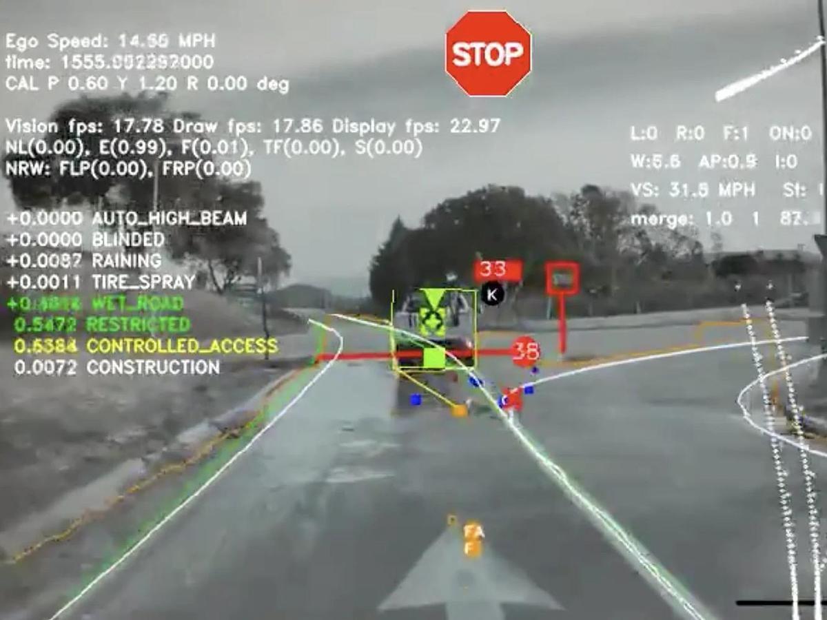 在工程模式下,由TESLA車款前視鏡頭中所看見的景象。