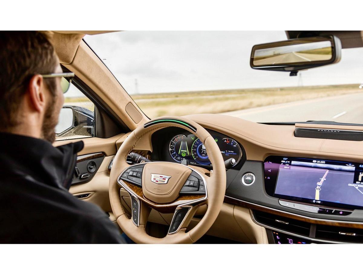 在硬體上和TESLA Model 3不同的是,Super Cruise系統更注重通過足夠多的雷達、加高精度GPS定位、和高精度地圖來實現自動駕駛。