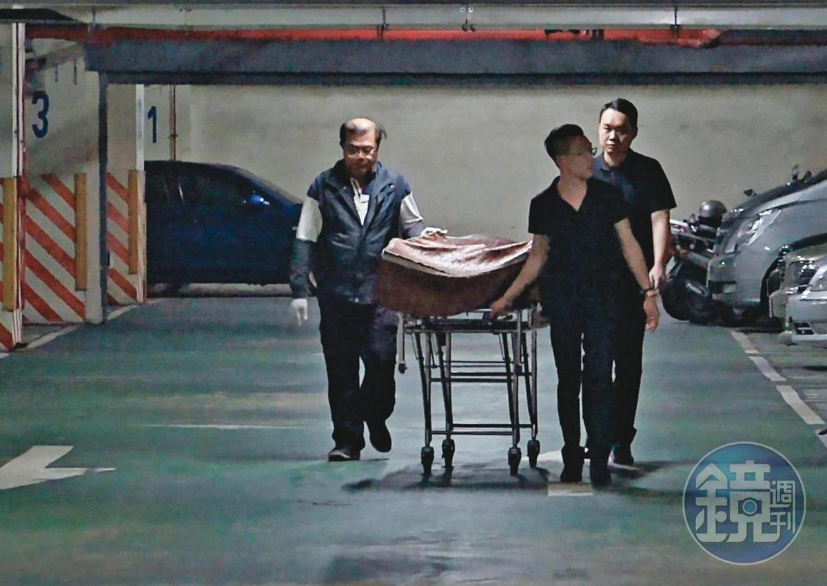 梁母慘遭愛子殺害,遺體交由家屬及葬儀社人員處理。