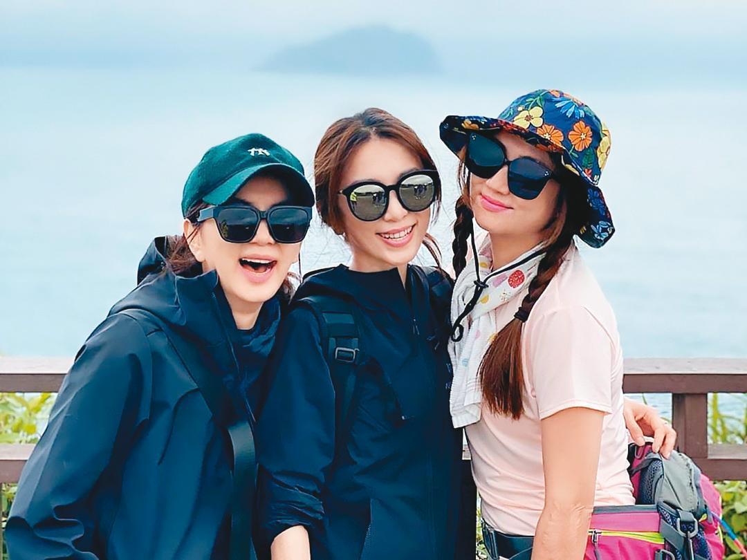 Elle(左起)、Hebe、Selina 3人私下經常邀約出門踏青。(翻攝自田馥甄IG)