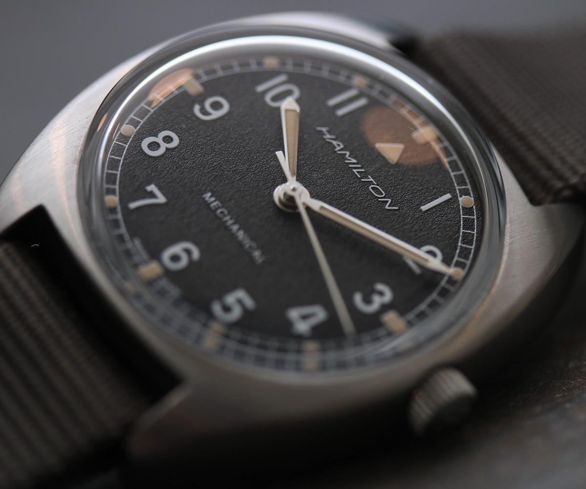 Pilot Pioneer手上鏈腕錶以1973年的W10為復刻,雖然面盤少了T Logo跟Broad Arrow,但整體復刻純度相當高。