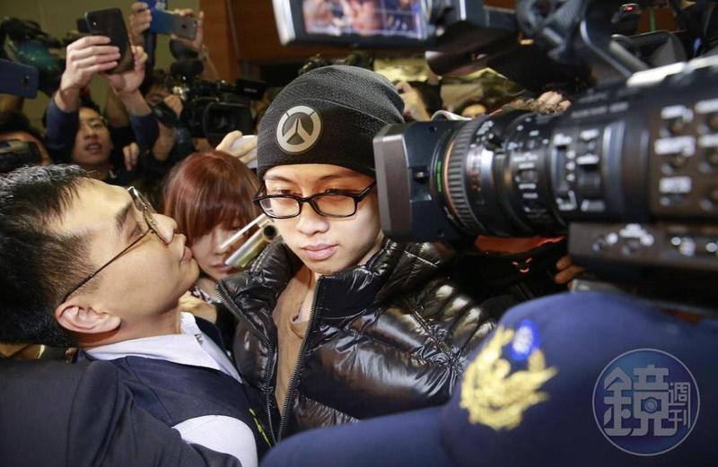 孫安佐在美非法持有、改造槍械,2年前遭遣返回台,如今台北地檢署偵查終結提起公訴,他將面對7年以上徒刑的罰則。