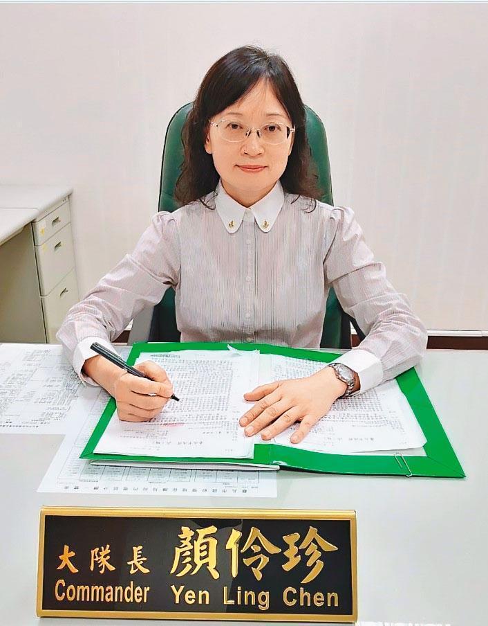 環保局稽查大隊大隊長顏伶珍提醒地主,小心環保蟑螂。(北市環保局提供)