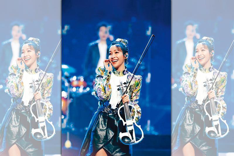 袁詠琳近日在陸綜《乘風破浪的姐姐》演出,節目上帶來小提琴演奏,獲網友稱讚是該場演出最出色的姐姐。(翻攝自袁詠琳IG)