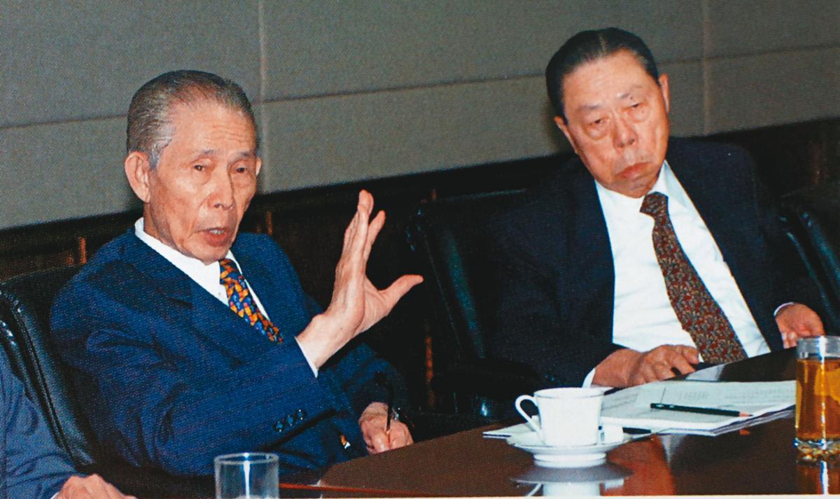台塑創辦人王永慶(左)、王永在(右)兄弟,聯手打造台塑集團江山。(台塑提供)