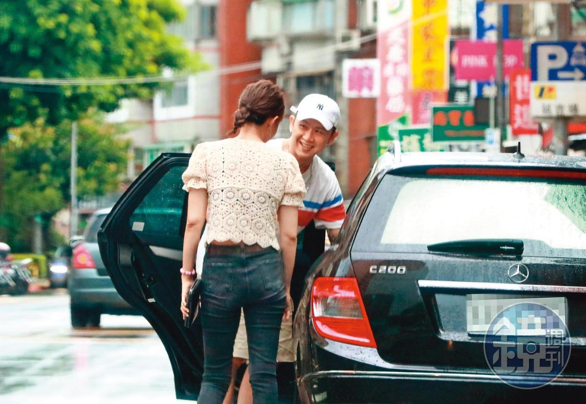 8/22 16:49,雖然宣布離婚才4個月,不過何妤玟與大隸的互動已經非常有愛。