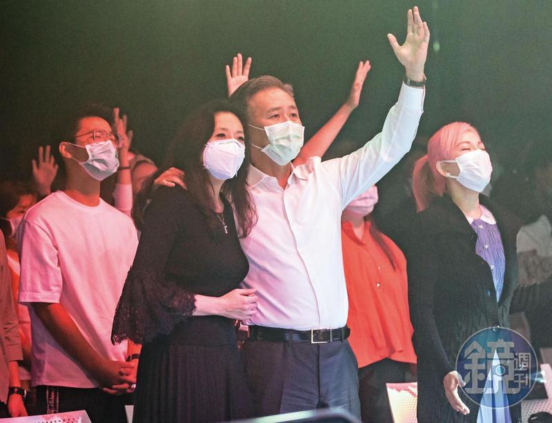 JM Eagle董事長王文祥返台隔離結束的第1個週日,攜妻子王范文華前往教會進行例行禮拜。