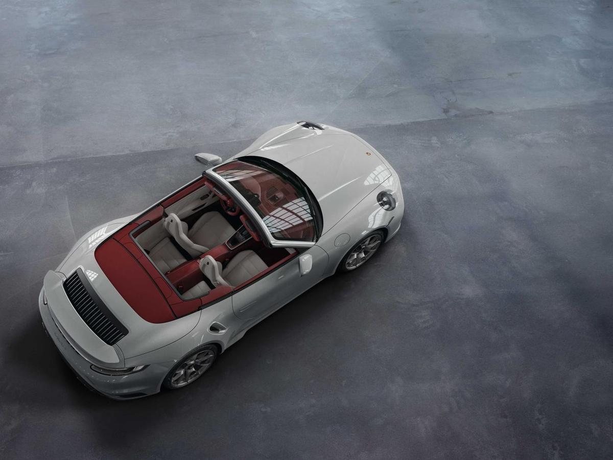 911專屬全新雙色皮革內裝提供約700項客製化選項,初期將提供四種內裝顏色組合搭配。