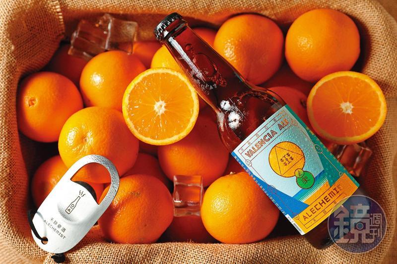「晚崙西亞香丁」使用香吉士果醬與香菜籽加入啤酒,帶有橙皮的微苦與淡淡果香,很適合扮演餐前酒。(180元/瓶)