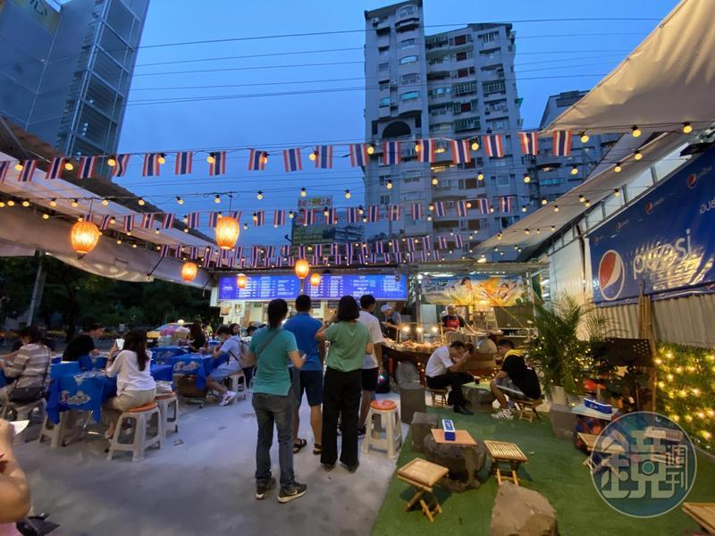 「哈哈羅55泰式船麵」的二店士林店,是不是真的很有泰國味?
