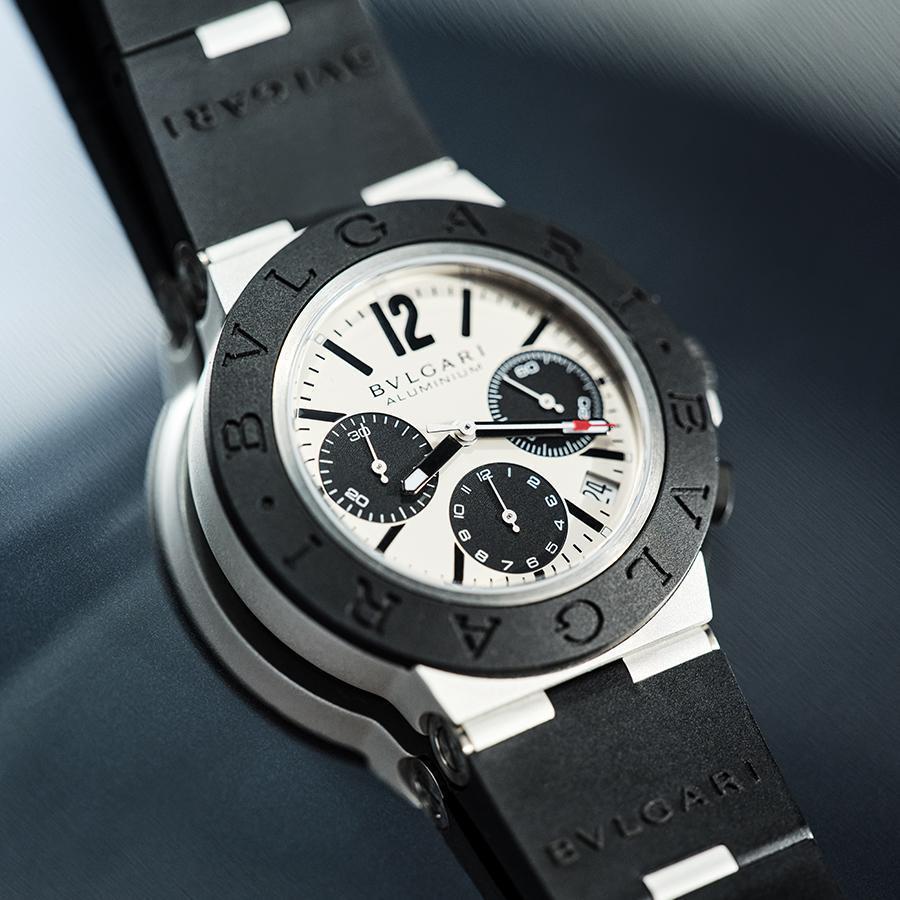 新款Aluminium改搭了自動上鏈機芯,錶耳做了調整因此錶徑也做了修改,鋁材質的使用讓錶款的重量比較輕,更符合運動錶的訴求。