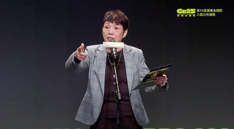 資深廣播人羅小雲發出「吼吼吼」的聲音模仿原住民,引發批評。(翻攝自廣播電視金鐘獎YouTube頻道)