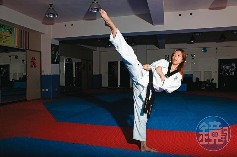 陳詩欣仍細心保存2004年雅典奧運的國家隊道服。