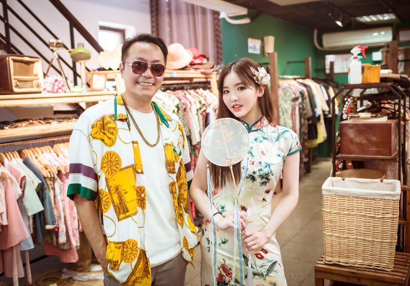 王欣晨和張克帆隨《奇幻的旅程》節目赴宜蘭遊玩,並換上民初的鳳仙裝亮相。(歆動音樂提供)