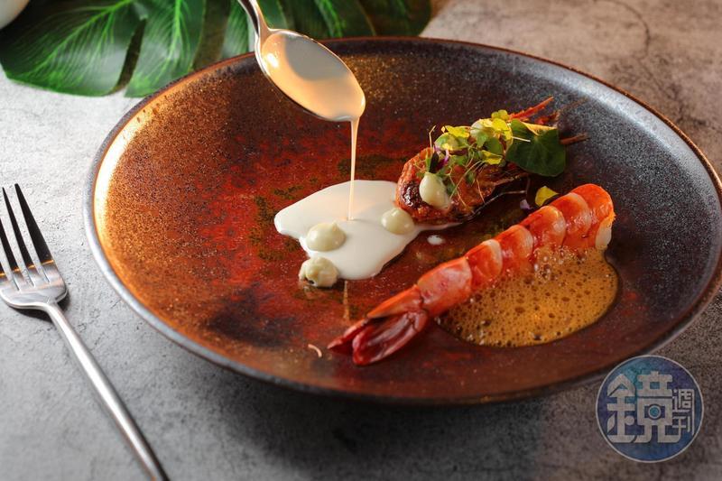 「泰國蝦 / 咖哩 / 南薑」彈牙甜潤的蝦肉佐紅咖哩椰漿的香濃。