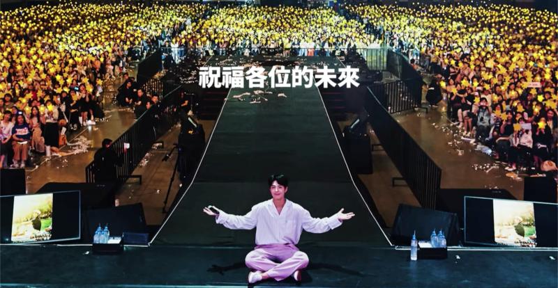 朴寶劍公開MV〈是的,我們一起〉,收錄他與台灣粉絲合照。(截圖自MV)