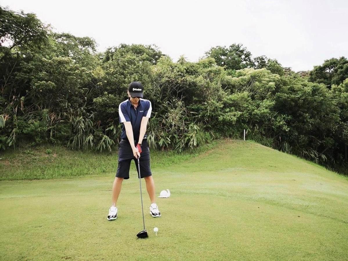 羅志祥最近在打高爾夫,沒復工的他積極運動。(翻攝羅志祥IG)