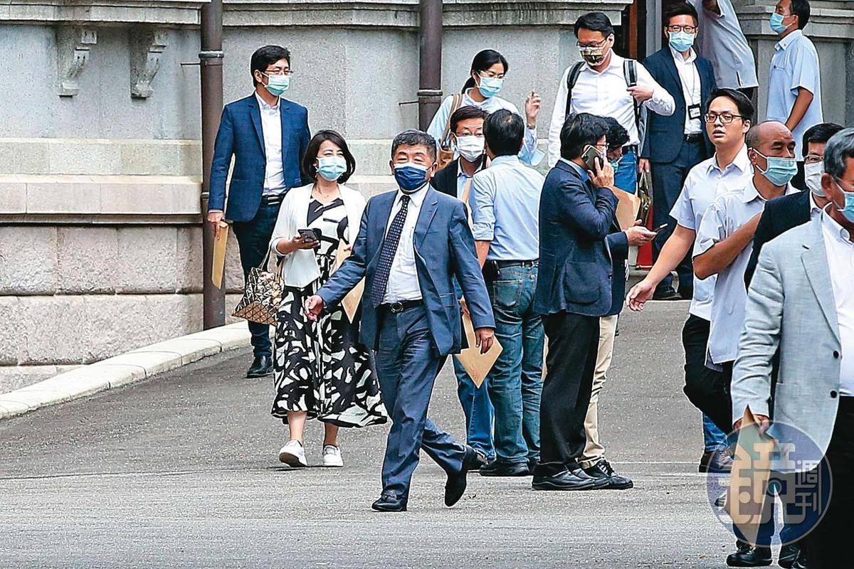 衛福部長陳時中在防疫期間獲得超高聲望,成為官方與民間溝通開放美豬牛政策的要角。