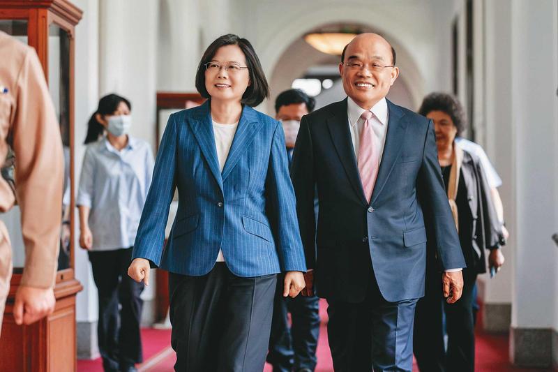 總統蔡英文(左)與行政院長蘇貞昌(右)聯手處理棘手的美豬牛開放議題。(總統府提供)