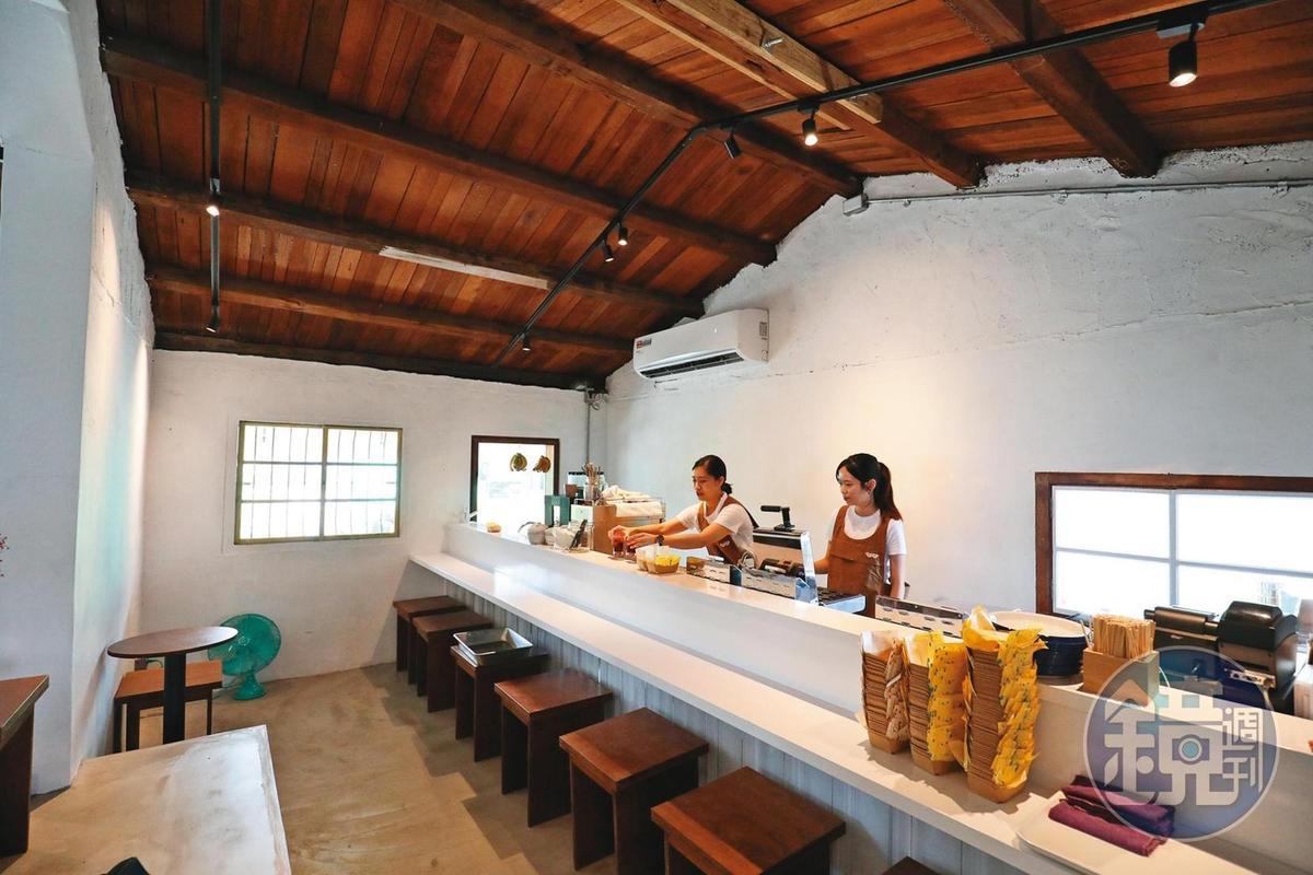 「魚刺人雞蛋糕咖啡館」將七星潭漁村老屋改建成咖啡館。