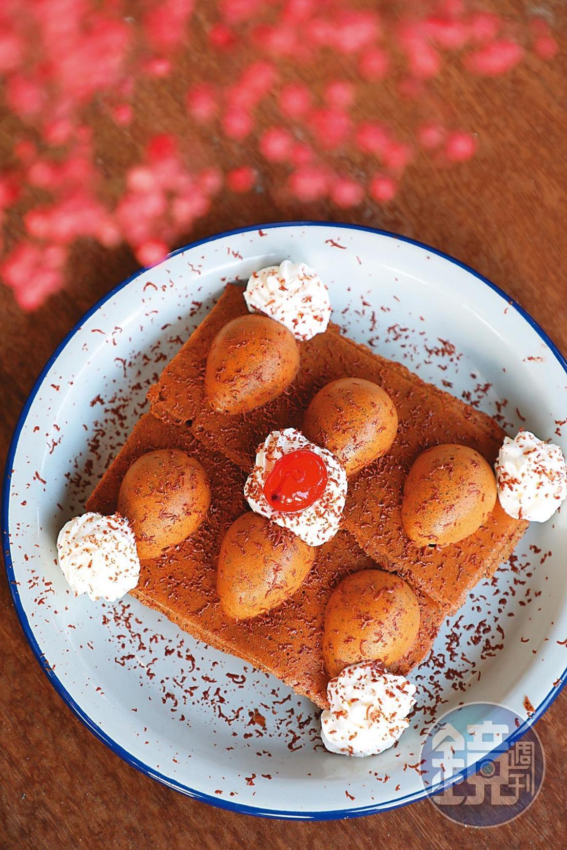 「魚池阿薩姆&金牌巧克力」帶有紅茶香氣雞蛋糕,撒上62%福灣巧克力。(160元/份)