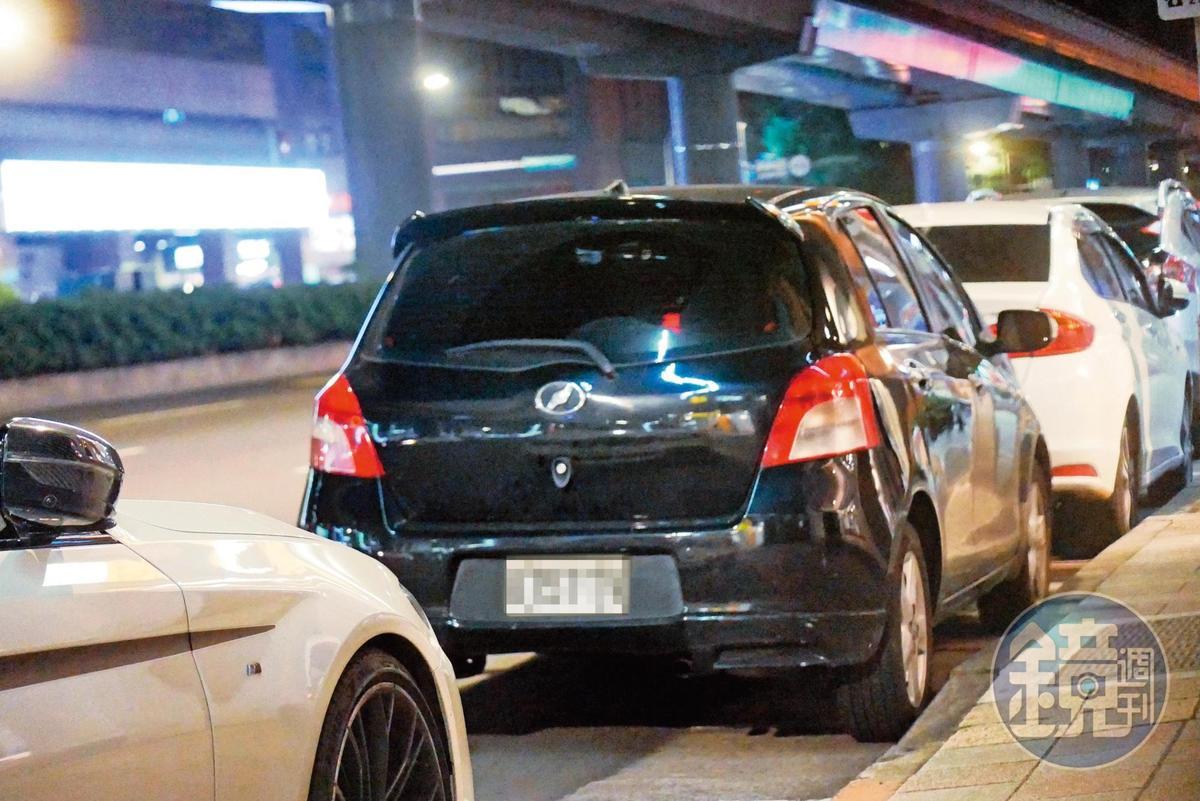 19:45孫其君雖然充當郭雪芙的司機,不過駕駛的卻是她的舊車。
