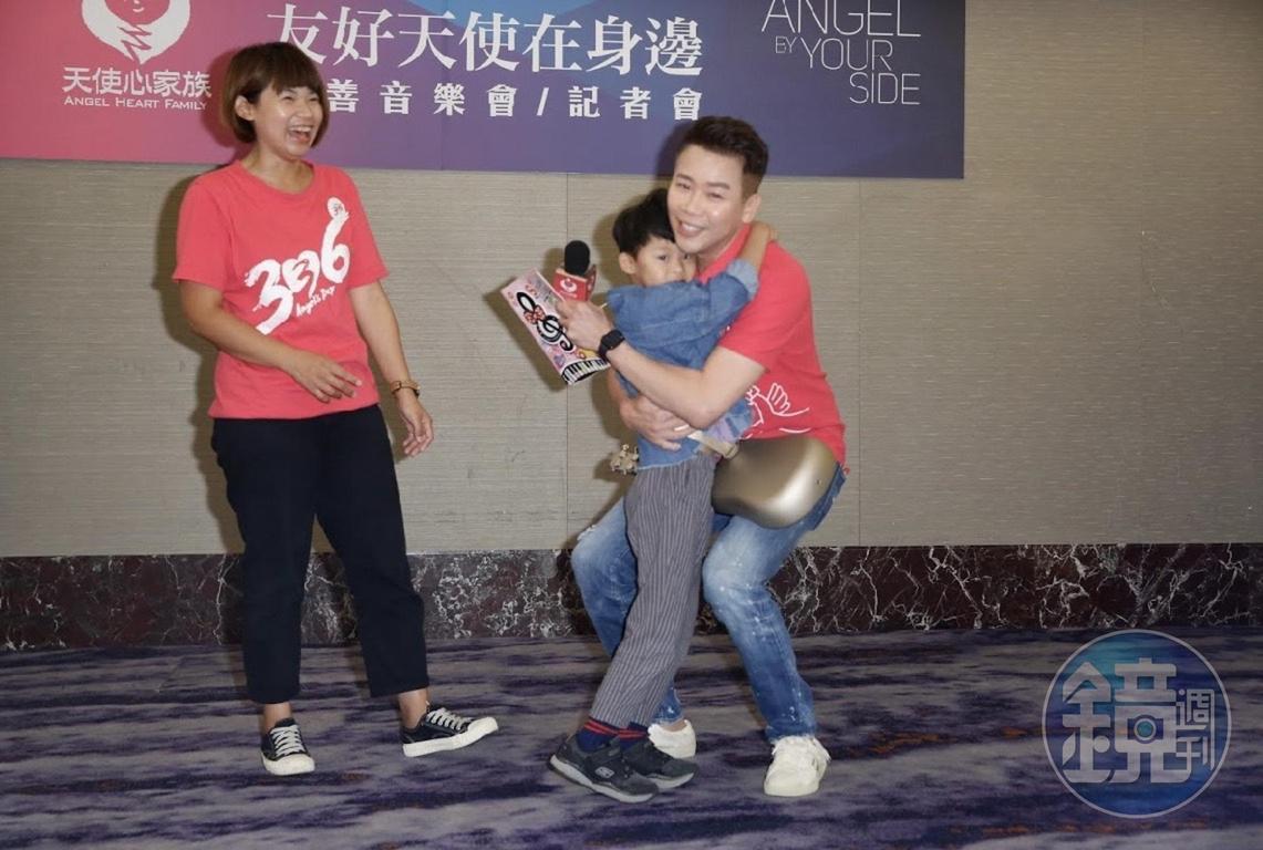 與小朋友互動熱絡,陶喆自豪是「孩子王」。