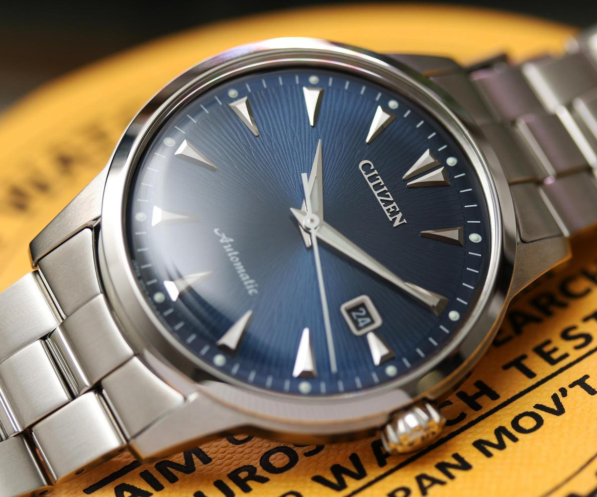 Kuroshio' 64復刻款承襲過去歷史腕錶的設計,除了指針與刻度以外,箱型凸面錶鏡也很有老錶的味道。