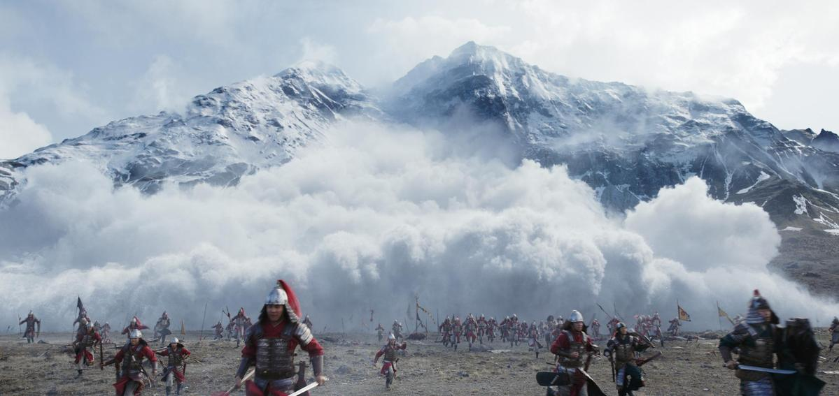 電影場面盛大,雪崩場景讓觀眾真實感受動畫變成現實。(迪士尼提供)