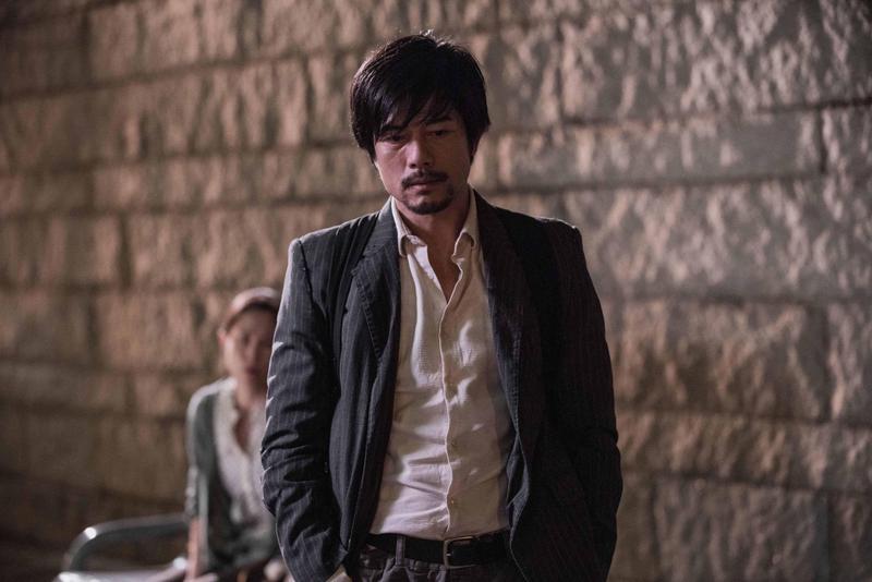 郭富城在電影《麥路人》中成了最帥遊民,本是金融才俊的他,遭遇變故成了落魄的流浪漢。(華映提供)