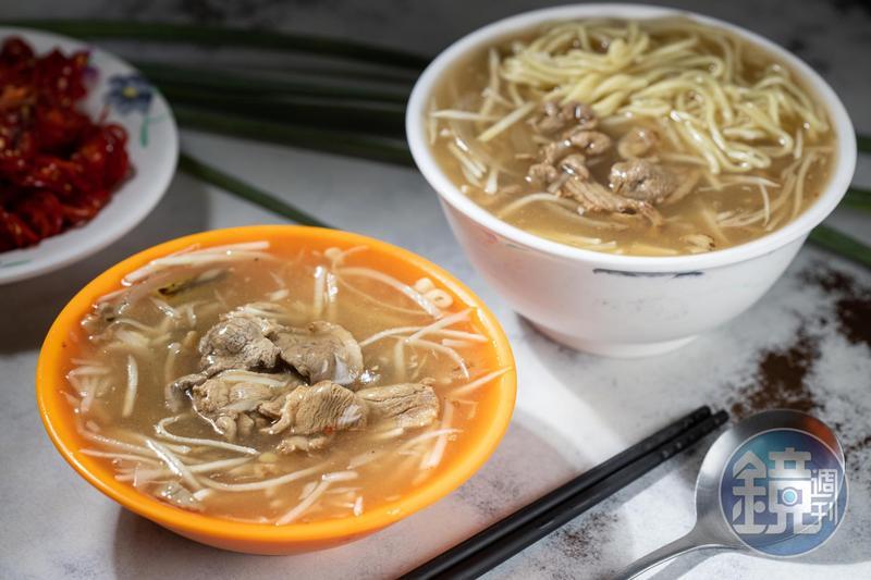 芡汁不厚重的「生炒鴨肉焿」(左,35元/碗)獨特之處在焦香及鑊氣。「焿麵」(右,40元/碗)加入油麵,更有飽足感。