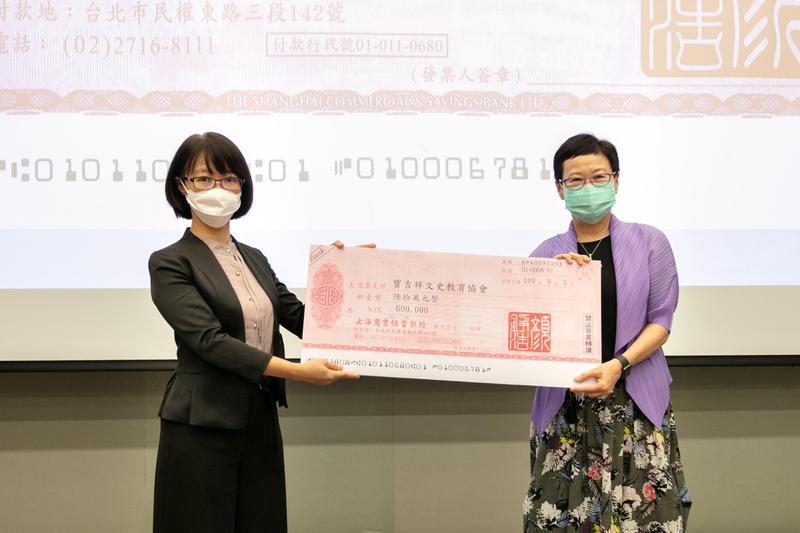 故宮前院長馮明珠(右)獲推選為寶吉祥文史教育協會理事長。(寶吉祥文史教育協會提供)