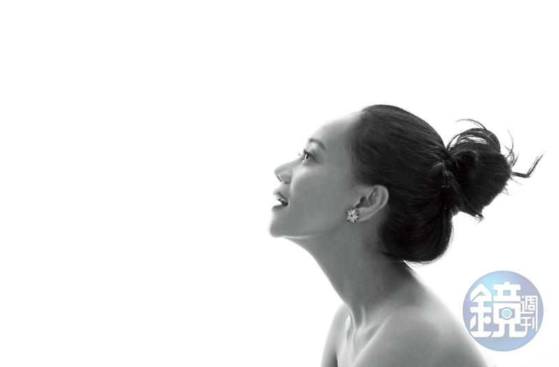 憑藉唱著排灣語的創作專輯,入圍金曲獎8獎項,阿爆成為本屆金曲獎最風光的藝人之一。