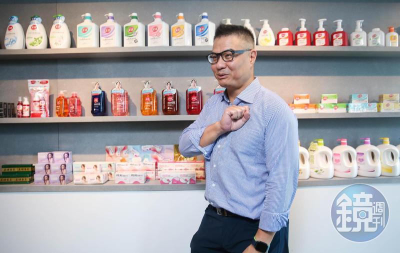 接受美式教育的吳英偉十分重視隱私,為了品牌更名,首度接受媒體專訪。