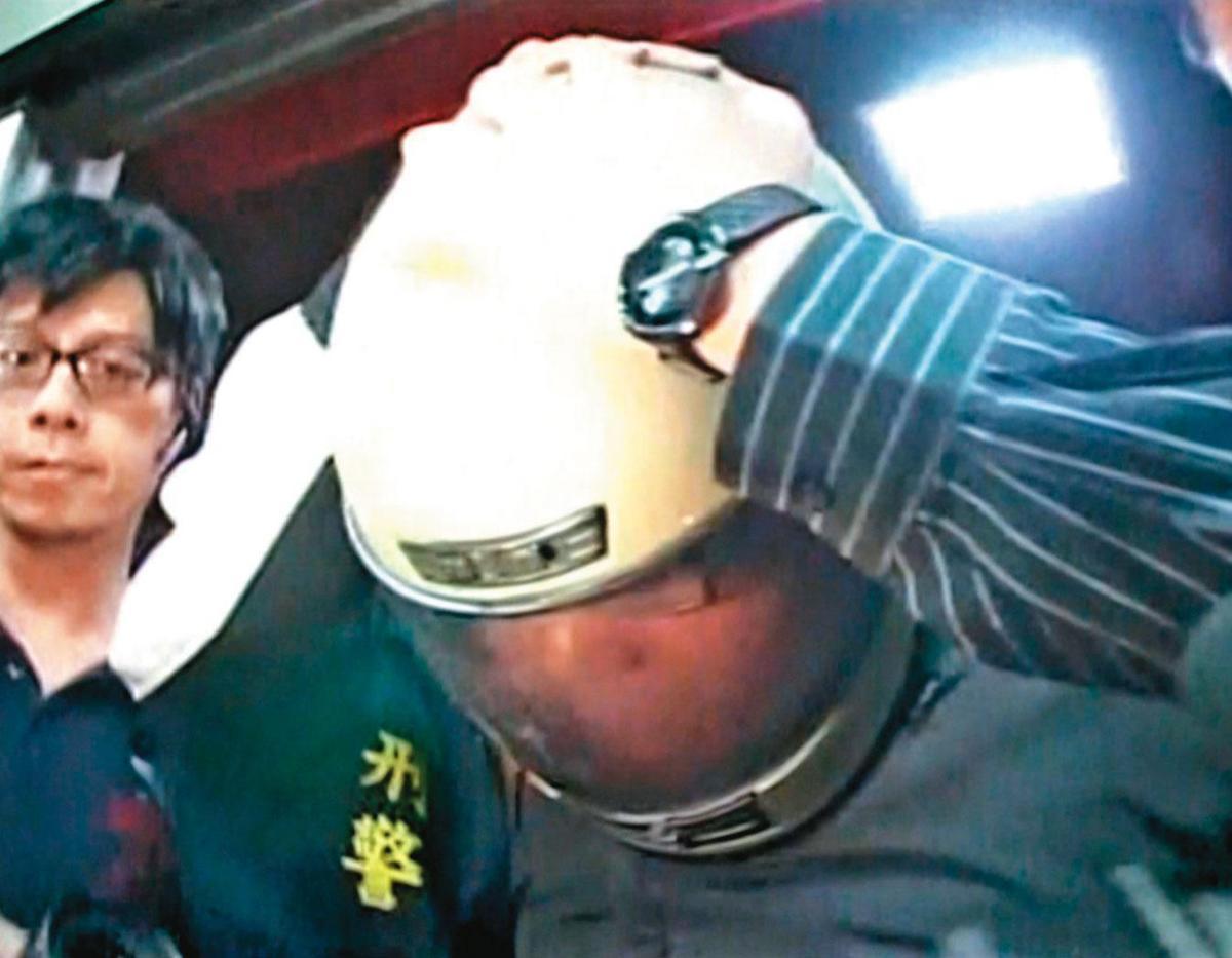 曾男行凶後,躲到釣蝦場附設的網咖打線上遊戲,被警方循線逮捕。(東森新聞提供)