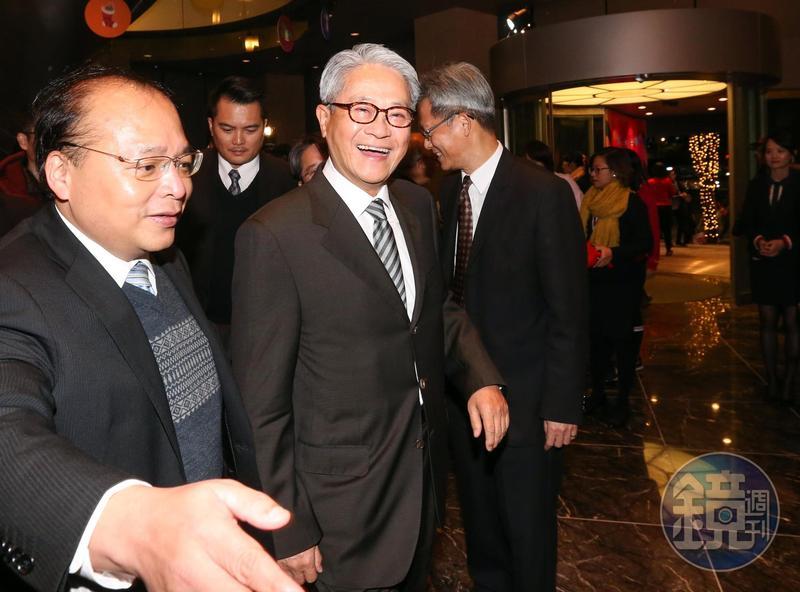 吳東亮近來積極拜訪行政院和財政部,表態願出售彰銀。