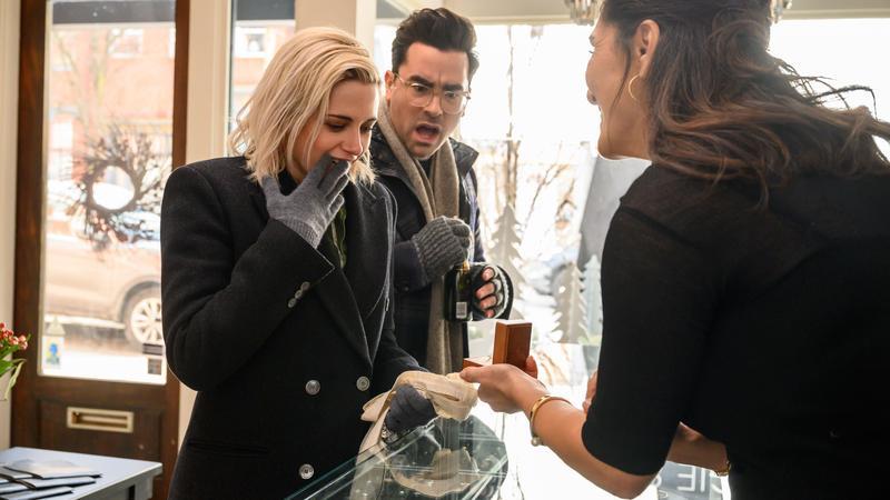 克莉絲汀史都華與麥坎西戴維斯合作的新片《求婚好意外》將於12月上映。(索尼影業提供)