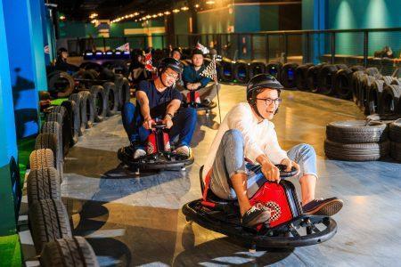該酒店有多項玩樂設施,包括「跑跑甩尾車」等,深受旅客喜愛。(翻攝自酒店官網)