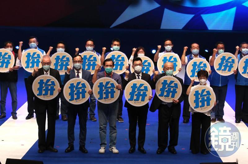 國民黨今舉行全代會,與會的台北市黨部主委黃呂錦茹意外拋出震撼彈,指立委蔣萬安已表態會參選下屆台北市長。